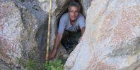 Иво на входа на втората пещера. Вход с интересна форма. Автор: Ивайло Богомилов.