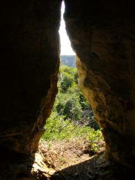 """Четиривходната пещера. Автор: Константин Стоичков ПК """"Хеликтит"""" София."""