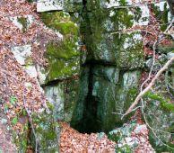 "Входът на пещерата ""Мижишница"". Автор: Яни Макулев ПК ""Хеликтит"" София."