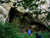 """Входът на """"Хайдушката пещера""""."""