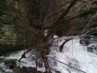 """Карстов извор """"Житолюб"""" при пролетно снеготопене."""