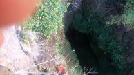 """Проникване в пропастта """"Бездънният пчелин"""". град Ябланица. Снимка: Живко Петров ПК """"Хеликтит"""" София."""