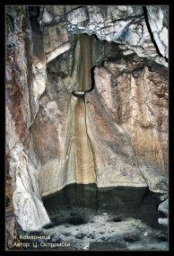 """Езерце в пещерата """"Комарница"""". Автор: Цветан Остромски ПК """"Искър"""" София."""