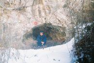 """Живко Петров в пещерата """"Шамиловата"""". Автор: Константин Стоичков ПК """"Хеликтит"""" София."""
