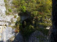 """Входът на пещерата Задъненка, намираща се в местността """"Задънен дол"""" при село Карлуков Автор: Константин Стоичков ПК """"Хеликтит"""" София."""