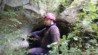 На входа на пещерата Лъжливата. Автор Мая Стоянова ПК Хеликтит София