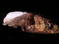 Темната дупка на Лакатник-Вход.