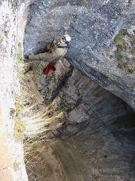 """Пепи екипира през """"Окната""""на пещера Проходна"""