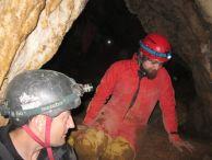"""Калин и Тони, някъде из пещерата. Изкопни дейности. Автор: Антония Станкова-Дойчева ПК """"Хеликтит"""" София."""