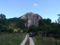 """От тук се вижда входа на пещерата. Снимка: Константин Стоичков ПК """"Хеликтит"""" София."""