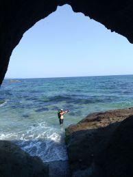 """Изглед от една от пещерите северно от село Лозенец. Снимка: Константин Стоичков ПК """"Хеликтит"""" София."""