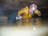 Живко Петров в пещера Банковица.