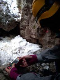 """Снемане на данни в пещерата. Снимка: Константин Стоичков ПК """"Хеликтит"""" София."""