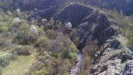 """""""Ветрилото"""" на което може да има още пещери. На тези скални откоси се намират Туденските пещери.  Авсор: Константин Стоичков ПК """"Хеликтит"""" София."""