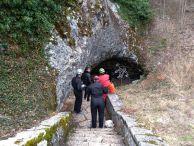 """На входът на пещерата. Снимка: Константин Стоичков ПК """"Хеликтит"""" София."""